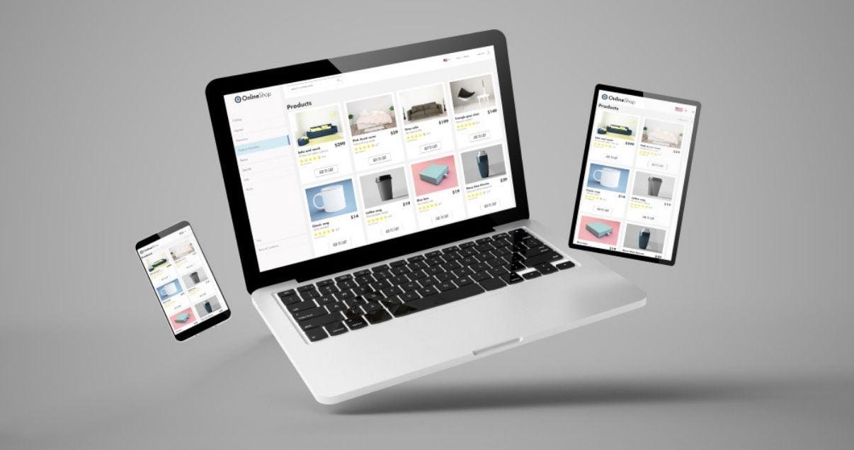 sitios de ecommerce en pantallas de computadora  tablet y celular sobre fondo gris