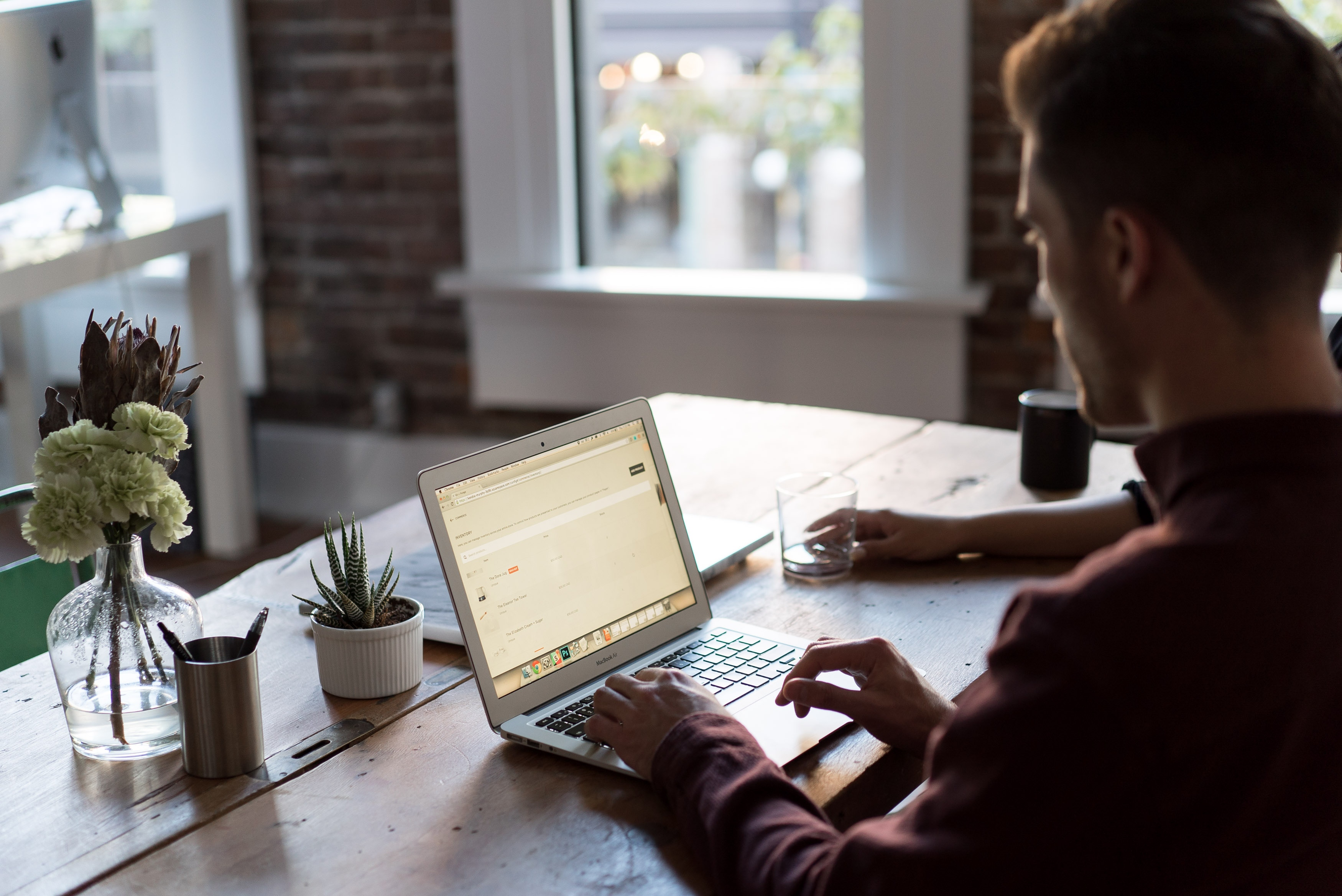 Cómo usar tu LinkedIn personal para conseguir clientes nuevos